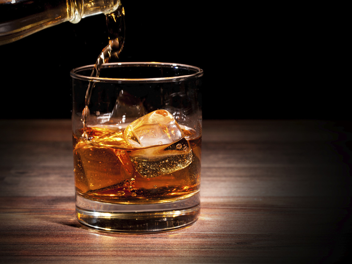 Whisky_Closeup_Highball_glass_Ice_530040_1280x960